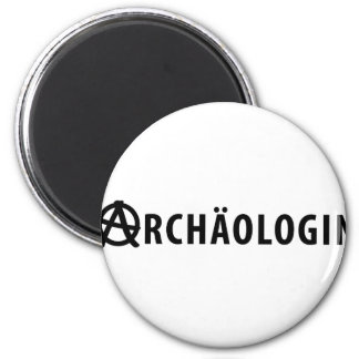 archäologin 2 inch round magnet