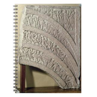 Architrave de una entrada, piedra arenisca roja, M Note Book