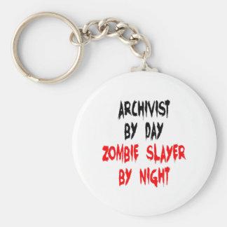Archivista del asesino del zombi llavero redondo tipo pin
