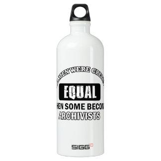 Archivists job designs SIGG traveler 1.0L water bottle