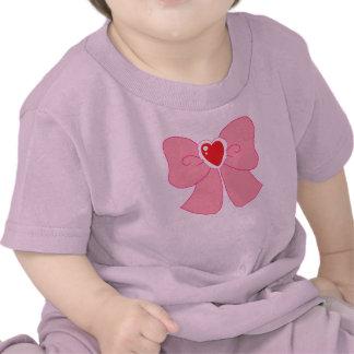 Arco borroso rosado del corazón camiseta