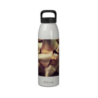 Arco brillante de oro botella de agua