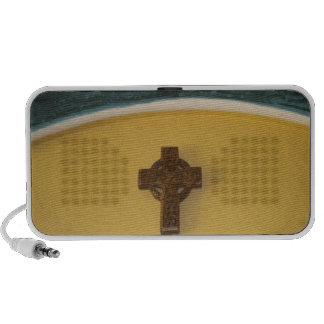 arco cristiano cruzado de la religión de los altavoz
