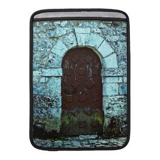 Arco de la puerta y pared de piedra en Francia Fundas Macbook Air