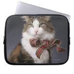 Arco de la tela escocesa del gato de Tabby que Funda Computadora