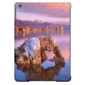 Arco de la toba volcánica en el mono lago funda para iPad air