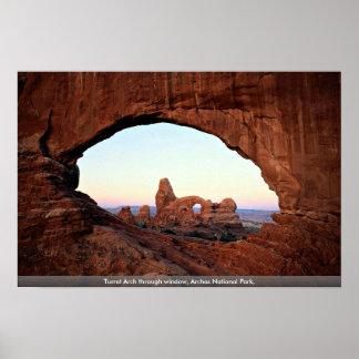Arco de la torrecilla a través de la ventana parq posters