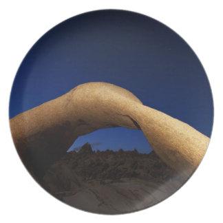 Arco de Mobius iluminado en las colinas de Alabama Plato