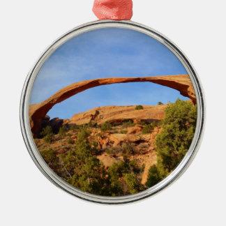 Arco del paisaje en el parque nacional de los adorno navideño redondo de metal
