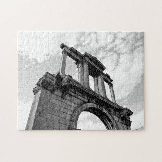 Arco del rompecabezas blanco y negro de Hadrian