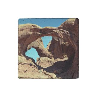 Arco doble imán de piedra