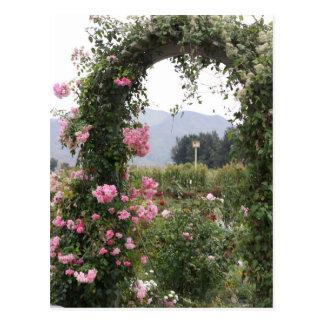Arco floral del jardín postal
