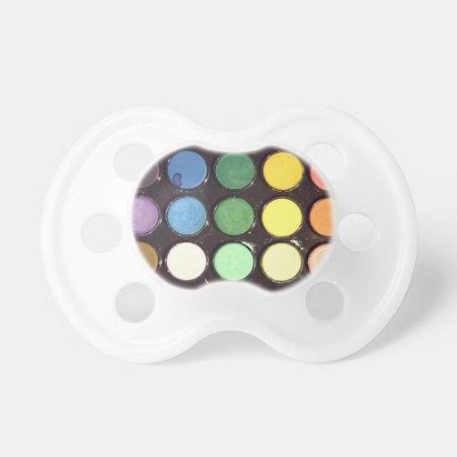 Arco iris colorido de la caja de la pintura chupetes