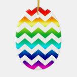Arco iris colorido del zigzag en blanco ornamento para reyes magos