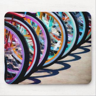 Arco iris de bicicletas tapete de ratones