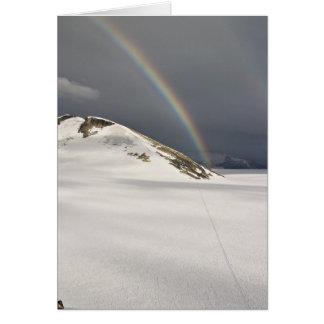 Arco iris de Juneau Icefield en el Taku (espacio e Felicitacion