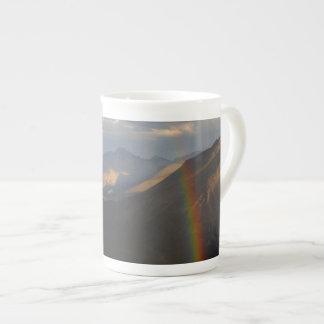 Arco iris de la montaña rocosa taza de china