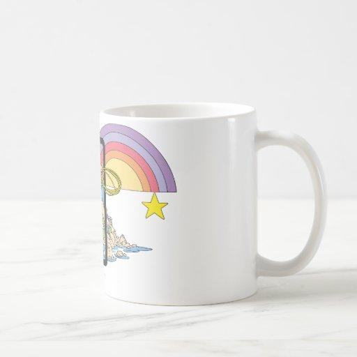 Arco iris de la Mujer Maravilla Taza Básica Blanca