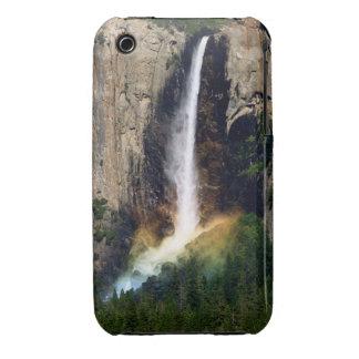 Arco iris de las cataratas de Yosemite iPhone 3 Carcasa
