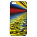 Arco iris de los colores reflejados sobre el agua