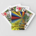 Arco iris de los colores reflejados sobre el agua  baraja