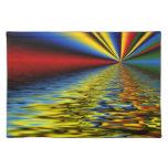 Arco iris de los colores reflejados sobre el agua  manteles individuales