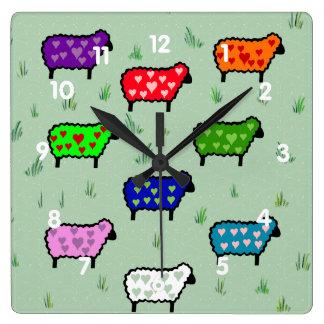 Arco iris de ovejas reloj cuadrado