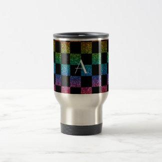 Arco iris del brillo del monograma y a cuadros taza térmica