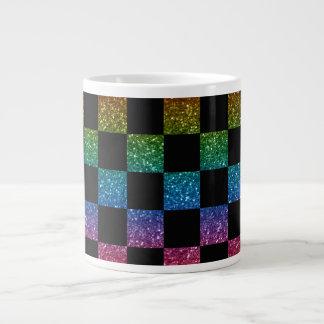 Arco iris del brillo y modelo a cuadros negro taza grande