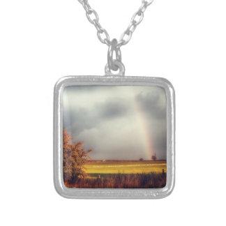 Arco iris del día lluvioso collar personalizado