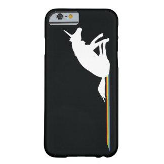 Arco iris divertidos de Pooping del unicornio Funda De iPhone 6 Barely There