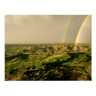 Arco iris doble sobre el barranco pintado en Theod Postales