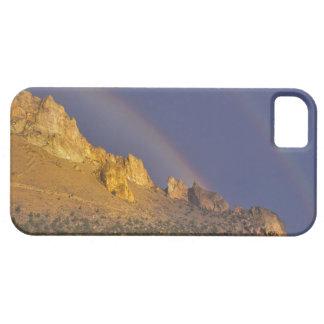 Arco iris doble sobre una formación de roca cerca iPhone 5 carcasa