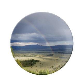 Arco iris en el parque nacional magnífico de Teton Plato De Cerámica