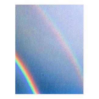 Arco iris en la lluvia tarjeta postal