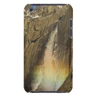 Arco iris en las cataratas de Yosemite superiores  Barely There iPod Coberturas