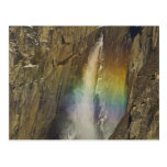 Arco iris en las cataratas de Yosemite superiores Tarjetas Postales