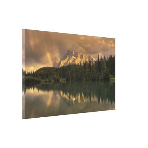 Arco iris en las charcas de la cascada impresiones de lienzo