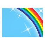 Arco iris en un fondo del cielo azul comunicado personal