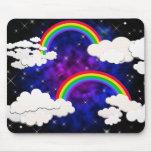 Arco iris, estrellas y nubes en un cielo nocturno tapetes de ratón