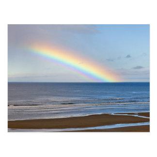 Arco iris grande sobre el Océano Pacífico en Tarjeta Postal