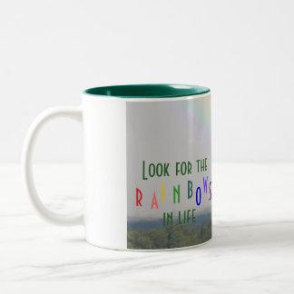 Arco iris inspirado taza de dos tonos