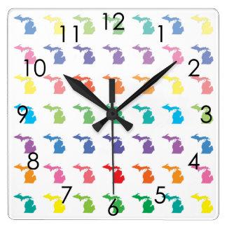 Arco iris lindo del mapa de colores del modelo de  reloj cuadrado