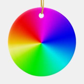 Arco iris lleno del espectro adorno navideño redondo de cerámica