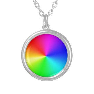 Arco iris lleno del espectro collar plateado