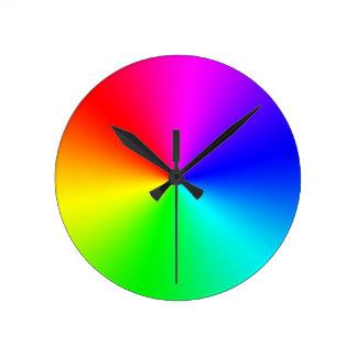 Arco iris lleno del espectro reloj redondo mediano