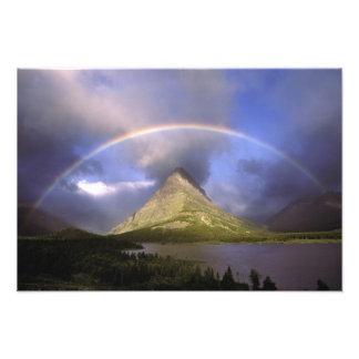 Arco iris lleno y cielo tempestuoso sobre Grinnell Arte Con Fotos