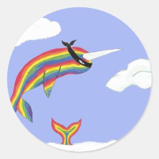 Arco iris Ninja Narwhal que vuela Etiqueta Redonda