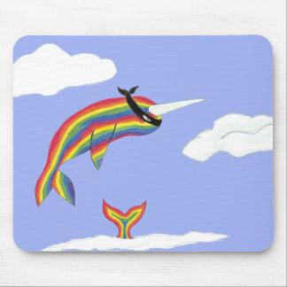 Arco iris Ninja Narwhal que vuela Tapetes De Raton