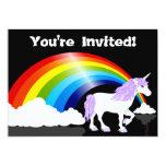 Arco iris, nubes e invitación del cumpleaños del
